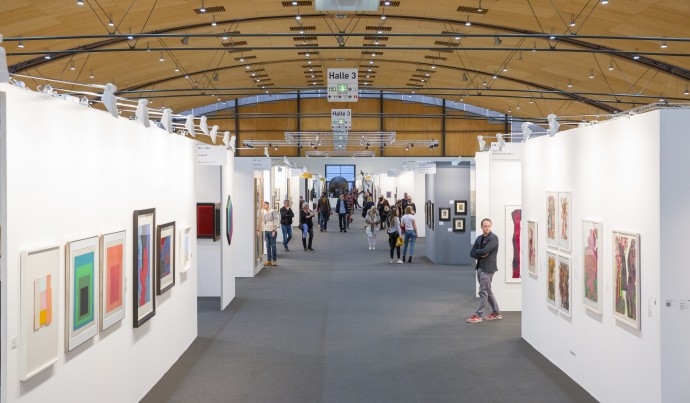 Galleries press information, exhibited artists and program